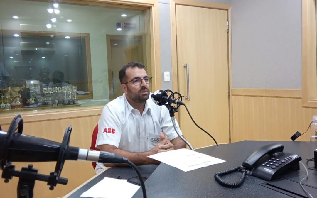 Fabio Lopes, diretor da Sistel, dá entrevista à rádio 94FM