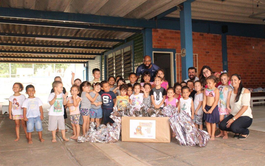 Sistel Engenharia entrega brinquedos para as crianças da creche Pingo de Gente