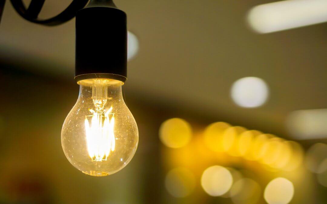 Contas de luz terão bandeira verde em fevereiro, sem taxa extra, diz Aneel